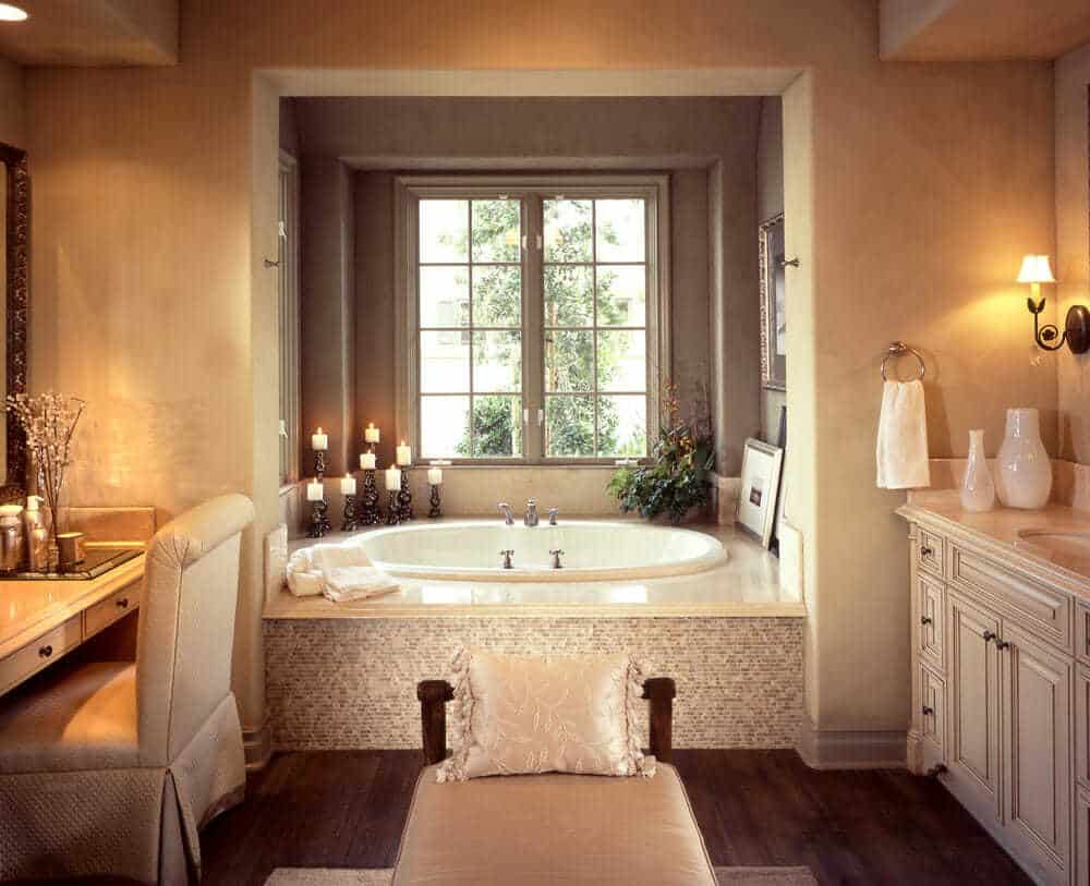 Creme and warm tones go so well together and give you a feeling of a day at the spa. Notice the combination of beautiful color with texture that completes the design.
