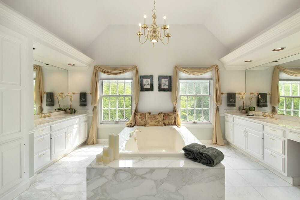 White colors represents calmness. Candles and that soft touch of elegance, will give amazing experience while bathing.