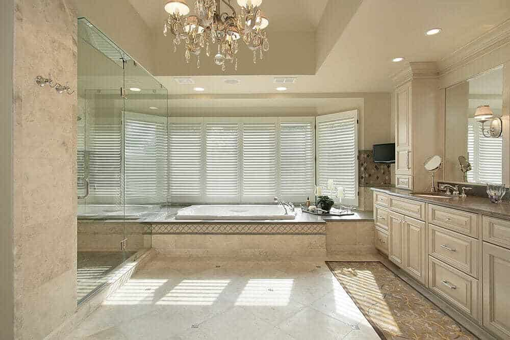 A simple yet elegant design. Windows surrounding the tub makes it picture perfect.