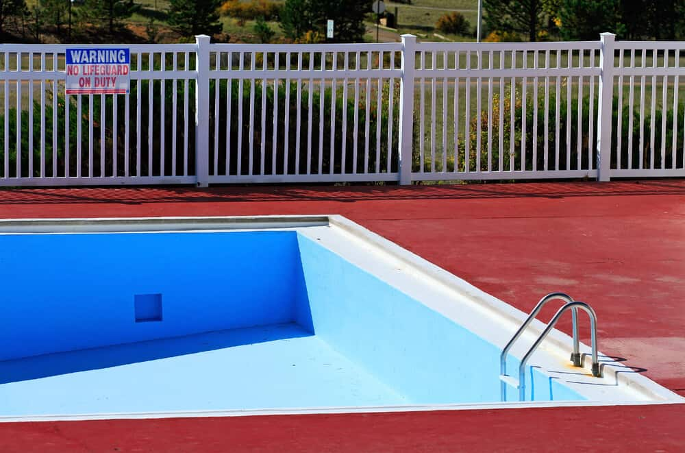 White pool fencing made from vinyl railing makes and excellent and cost effective option.