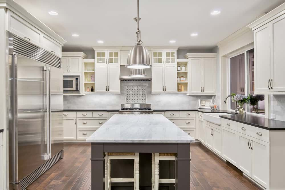 Here we've got bright white and silver all around the outside, with dark countertops over it all. With the center being gray in color instead, it really inverts things and creates an accent that draws your eye, and takes away from the starkness.
